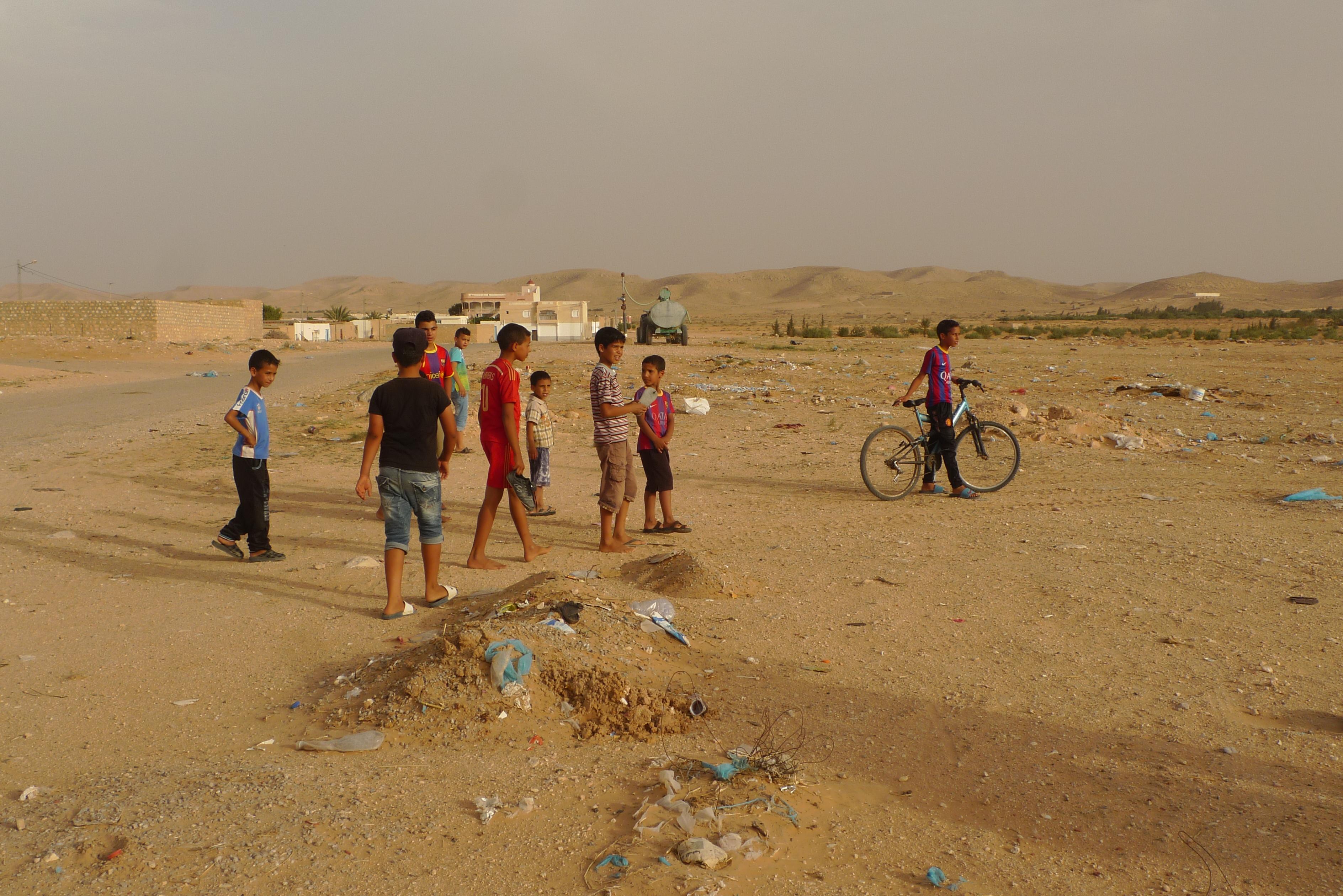 tunisie-j2-enfants-desert